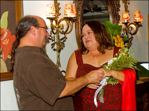 Rob Fowler and Theresa Magaz became married at the beautiful Seabeeze Manor Bed and Breakfast on September 18, 2009 in Gulfport, Florida